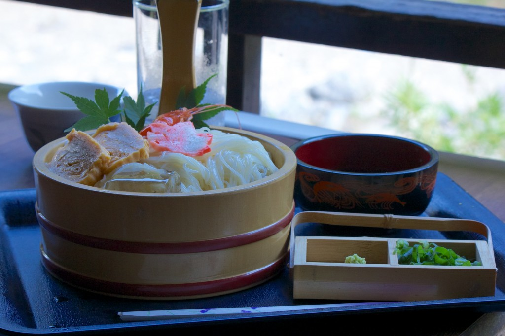 Hiyashi Sōmen Noodles Along the Kiyotake River!