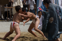 Young aspiring local boys in the sumo ring during the Karasu sumō at Kamigamo shrine (上賀茂神社) in Kyoto!